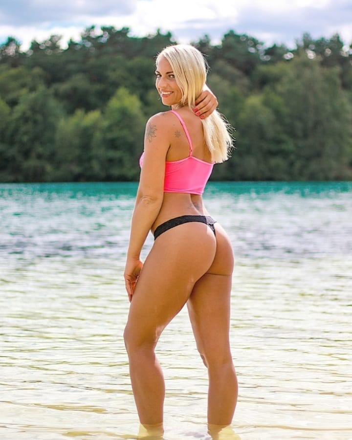 Beautiful Dutch fitness model Willeke Bartels @willekebartels.fitmodel at the beach for a summer bikini photoshoot showing her fit toned body, sexy legs and round ass