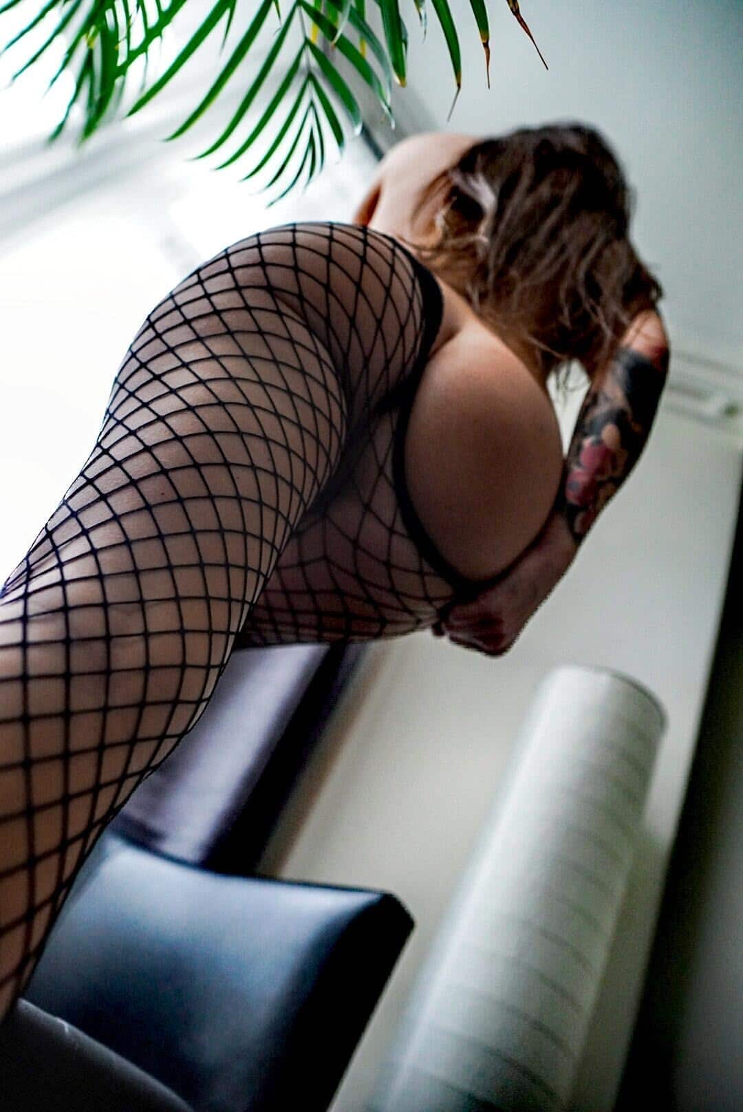 Beautiful tattooed model Anka Dawid @freakin.juicy wearing black fishnets pantyhose showing some hot booty