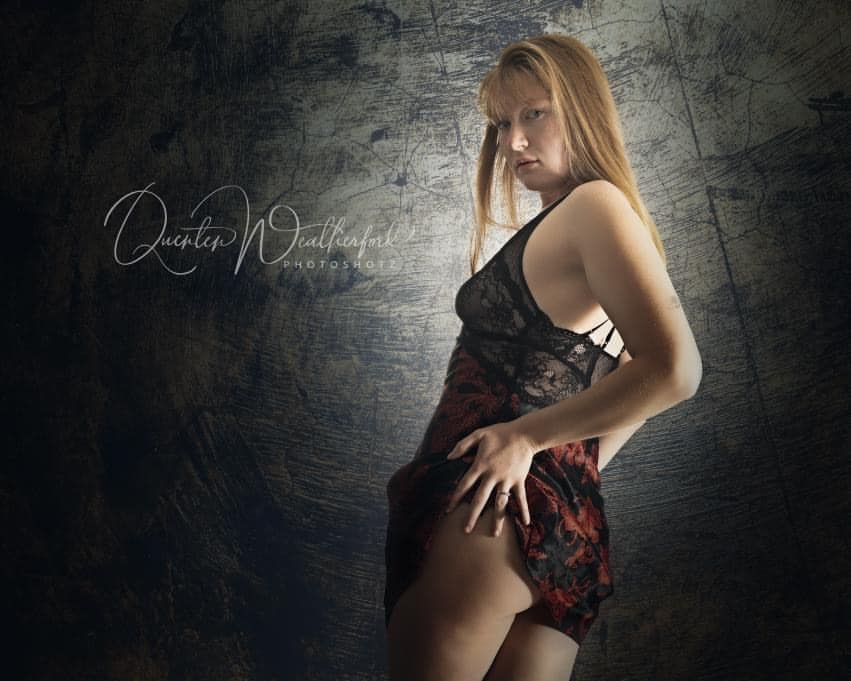 Beautiful red head model Sarah Samantha @sarah_samantha wearing black lingerie showing some booty in a boudoir photo session