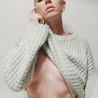 Beautiful American model Gooty @gootyxo lifting her knitted sweater showing her thin fit body for a sexy shot